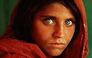 Steve McCurry image for National Geographic of young Afghan Girl